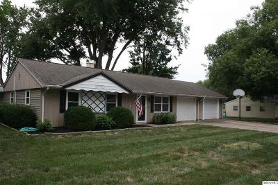 Quincy IL Single Family Home Contingent - Show: $153,900