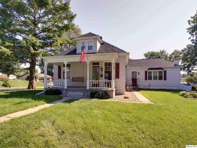 Quincy IL Single Family Home Contingent - Show: $115,000