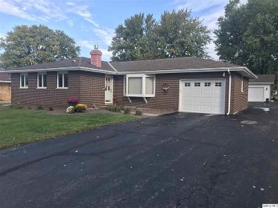 Quincy IL Single Family Home Contingent - Show: $205,000