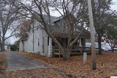 Single Family Home For Sale: 107 S Park