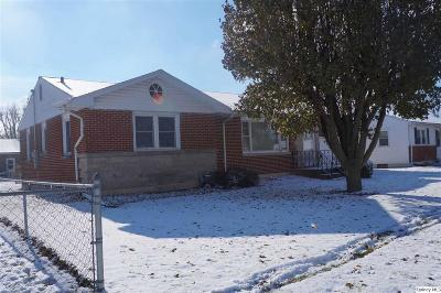 Quincy IL Single Family Home Contingent - Show: $110,000