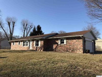 Quincy IL Single Family Home For Sale: $145,000