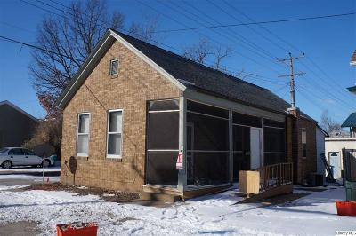 Single Family Home For Sale: 616 S 8th