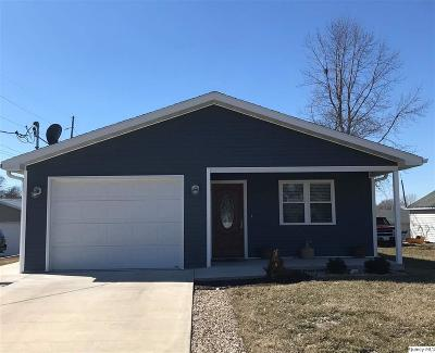 Quincy IL Single Family Home Contingent - Show: $152,000