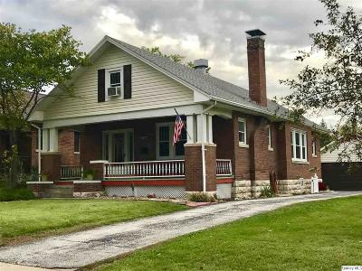 Quincy IL Single Family Home For Sale: $160,000