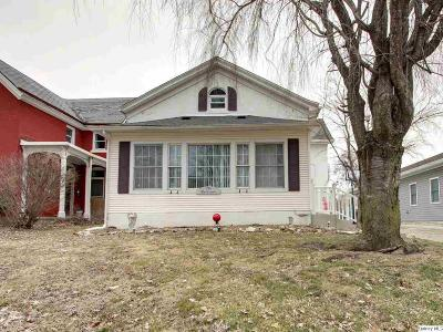 Quincy IL Single Family Home Contingent - Show: $93,900