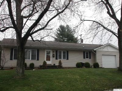 Quincy IL Single Family Home Contingent - Show: $139,900