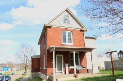 Quincy IL Single Family Home Contingent - Show: $99,900