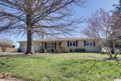 Quincy IL Single Family Home Contingent - Show: $159,900