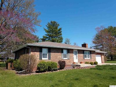 Quincy IL Single Family Home Contingent - Show: $184,000