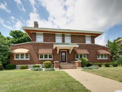 Quincy IL Single Family Home Contingent - Show: $304,500