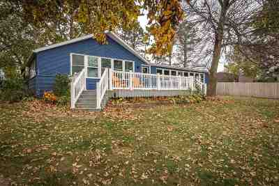 Le Claire Single Family Home Contingent: 23581 Great River