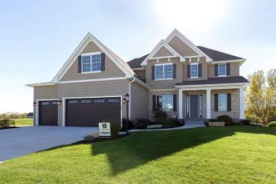 Bettendorf Single Family Home For Sale: 5881 Settler's Pointe