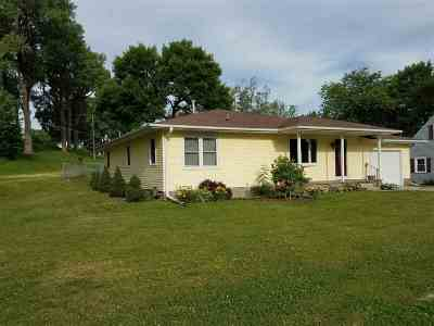 Clinton IA Single Family Home For Sale: $119,000