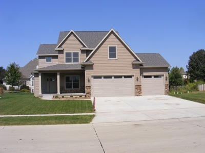 Eldridge Single Family Home For Sale: 812 W Pinehurst