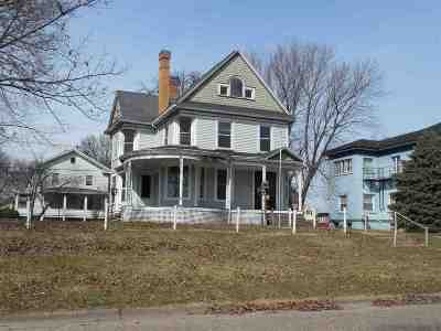 Clinton IA Single Family Home For Sale: $49,900