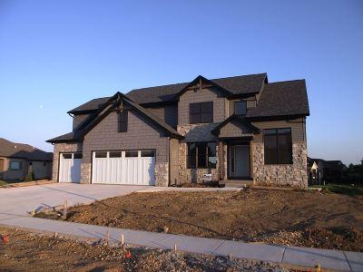 Eldridge Single Family Home For Sale: 813 W Pinehurst