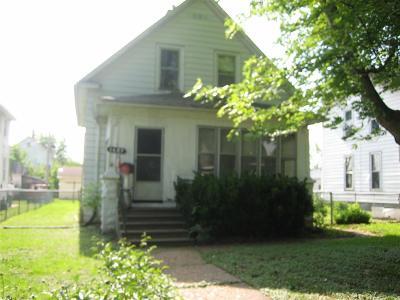 Clinton IA Single Family Home For Sale: $29,000