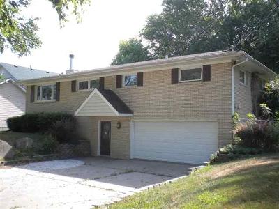 Bettendorf Single Family Home For Sale: 3815 W Harbor