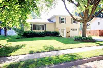 Clinton Single Family Home For Sale: 1113 N 13th