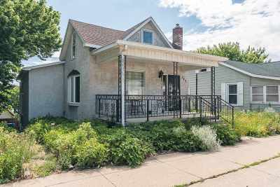 Le Claire Single Family Home For Sale: 543 N Cody