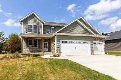 Eldridge Single Family Home For Sale: 906 W Pinehurst