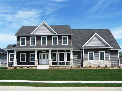 Bettendorf Single Family Home For Sale: 4490 Portland