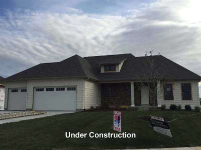 Bettendorf Single Family Home For Sale: 6305 Wildberry