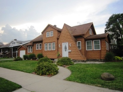 Clinton Single Family Home For Sale: 102 N 5th