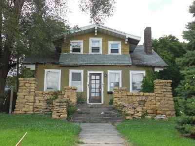 Clinton Single Family Home For Sale: 1302 Camanche
