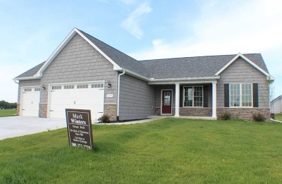 Bettendorf Single Family Home For Sale: 5390 Emily