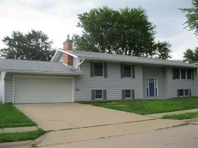 Clinton Single Family Home For Sale: 1131 N 13th