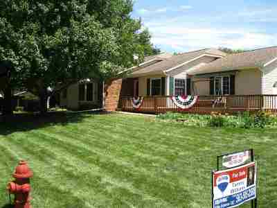 Eldridge Single Family Home For Sale: 505 S 8th