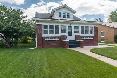 Clinton Single Family Home For Sale: 1307 Pershing