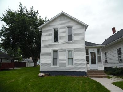 Clinton Single Family Home For Sale: 546 3rd Ave S