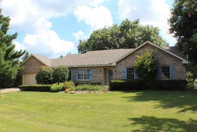 Bettendorf Single Family Home For Sale: 5815 Dodds