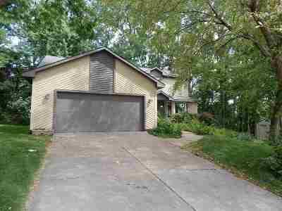 Bettendorf Single Family Home For Sale: 3885 Aspen Hills