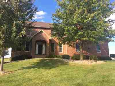 Le Claire Single Family Home For Sale: 12 Cobblestone
