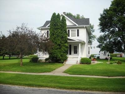 Clinton County, Whiteside County Single Family Home For Sale: 101 N Bennett