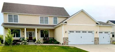 Bettendorf Single Family Home For Sale: 5716 Charlie Chase