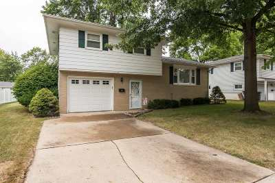Bettendorf Single Family Home For Sale: 1622 Valley Vista