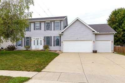 Bettendorf Single Family Home For Sale: 2096 Ashford