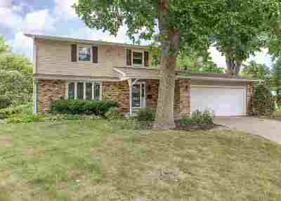 Bettendorf Single Family Home For Sale: 2303 Kingsway