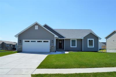 Bettendorf Single Family Home For Sale: 5564 Idaho