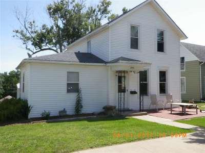 Clinton IA Single Family Home For Sale: $59,900