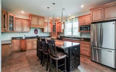Eldridge Single Family Home For Sale: 307 S Tombergs