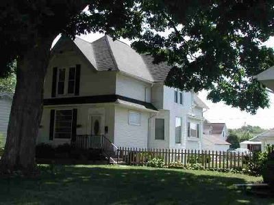 Clinton Single Family Home For Sale: 1315 Pershing