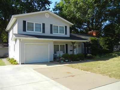 Bettendorf Single Family Home For Sale: 1111 Hillside