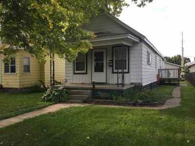 Clinton IA Single Family Home For Sale: $43,900