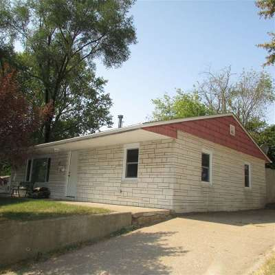Bettendorf Single Family Home For Sale: 17 Riverview